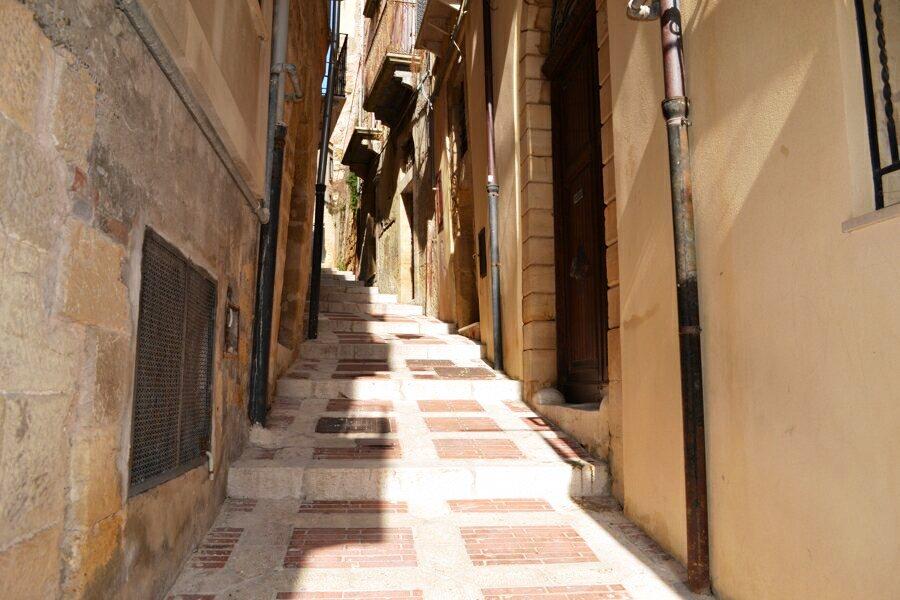 103-Salemi-narrow-streets