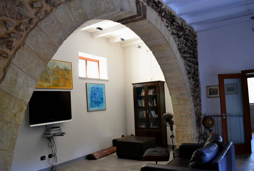 Arch-in-Living-room