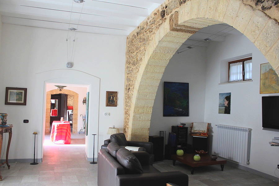 Villa selinunte for Designs of arches in living room