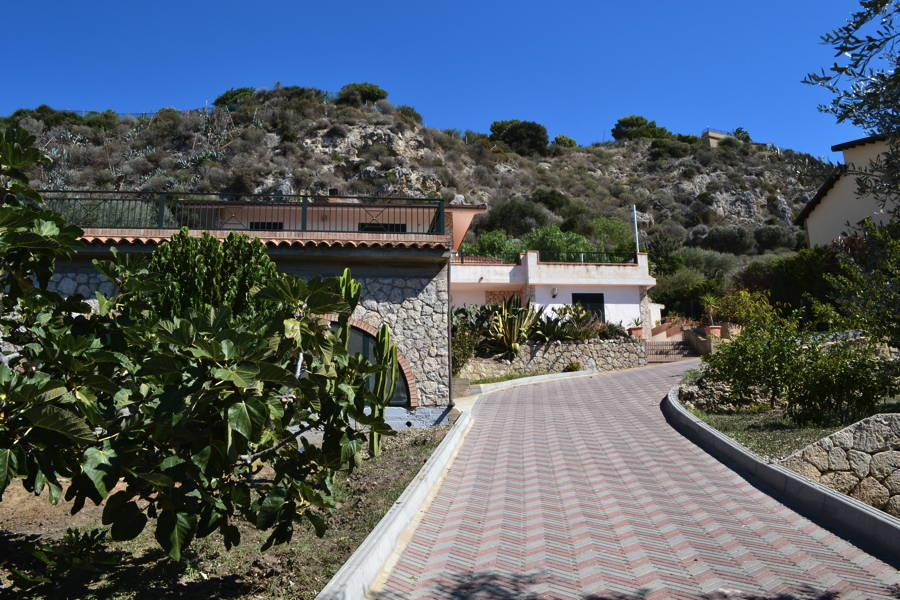 Licata-Entrance