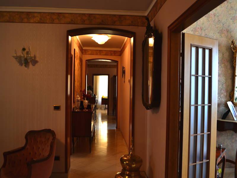 Trapani-Hallway2